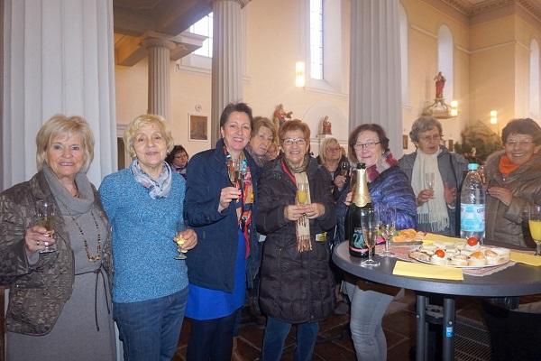 Gruppe um Ruth Solbach in Irlich